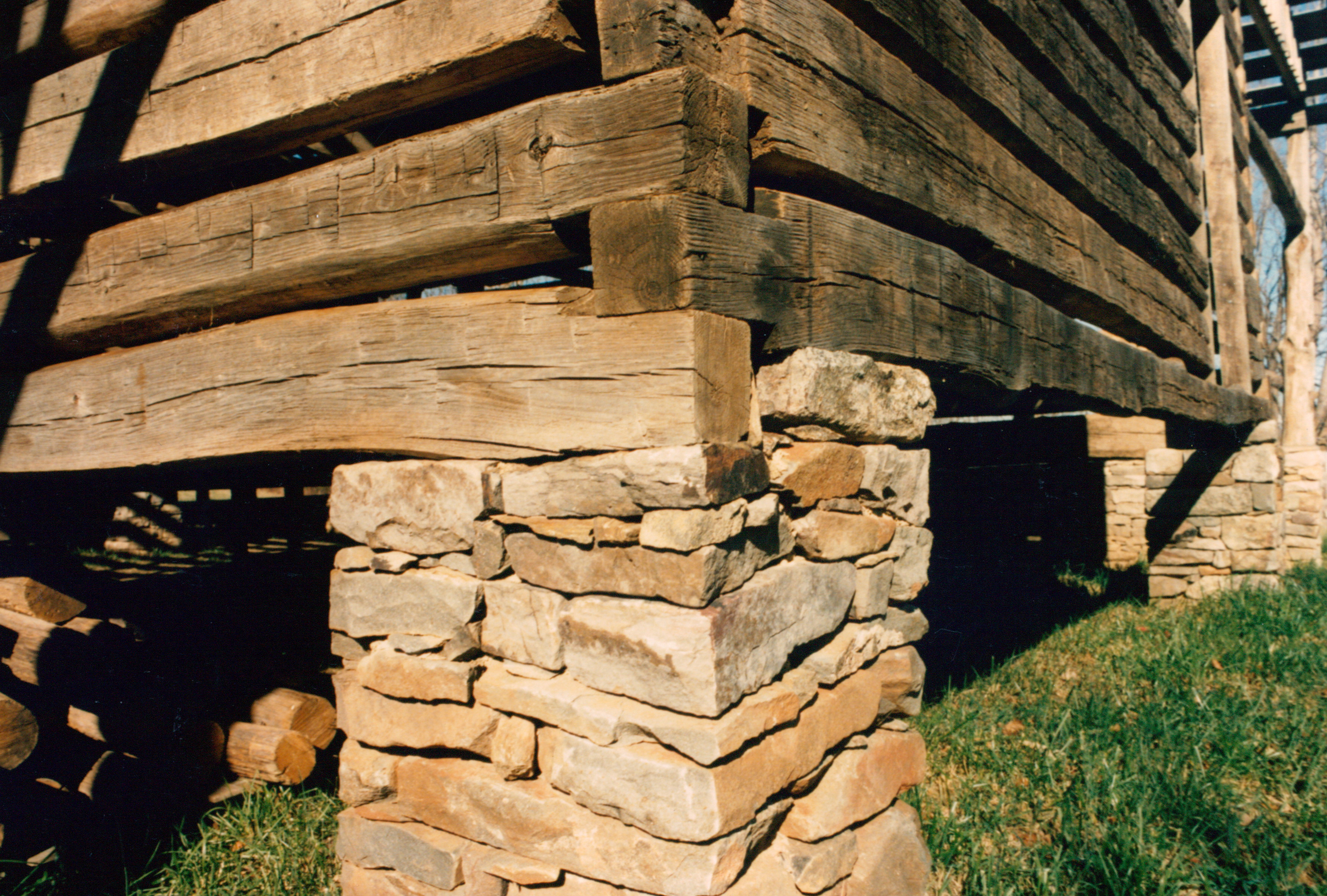 Log cabin notches which is the best handmade houses for Square log cabin