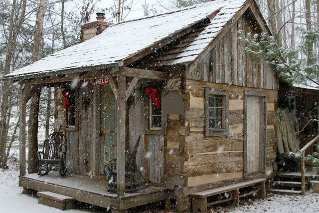 Snowy Log Cabin ~ What makes this cabin special handmade houses with