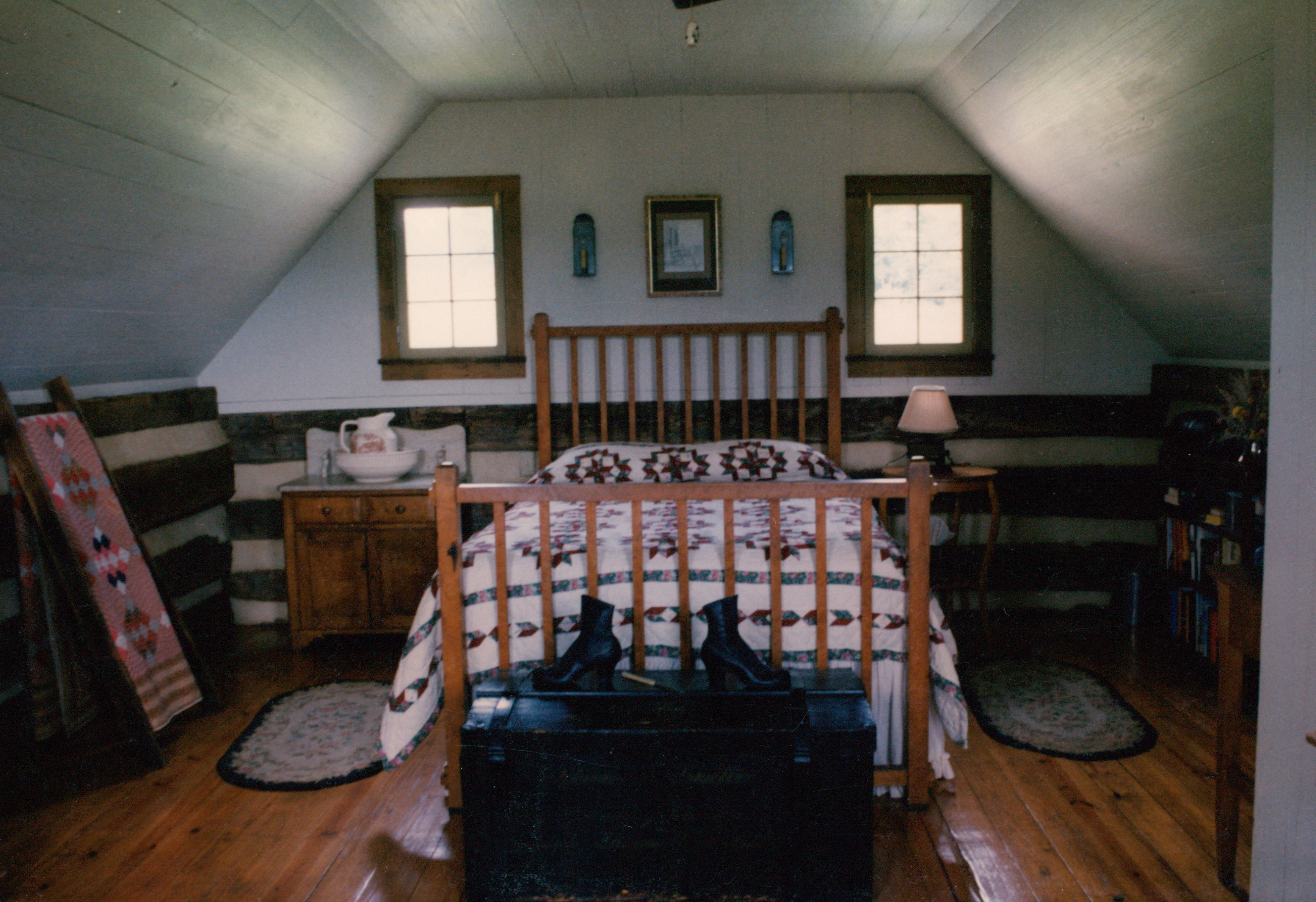 The proper way to build a log cabin loft bedroom for How to build a one room cabin