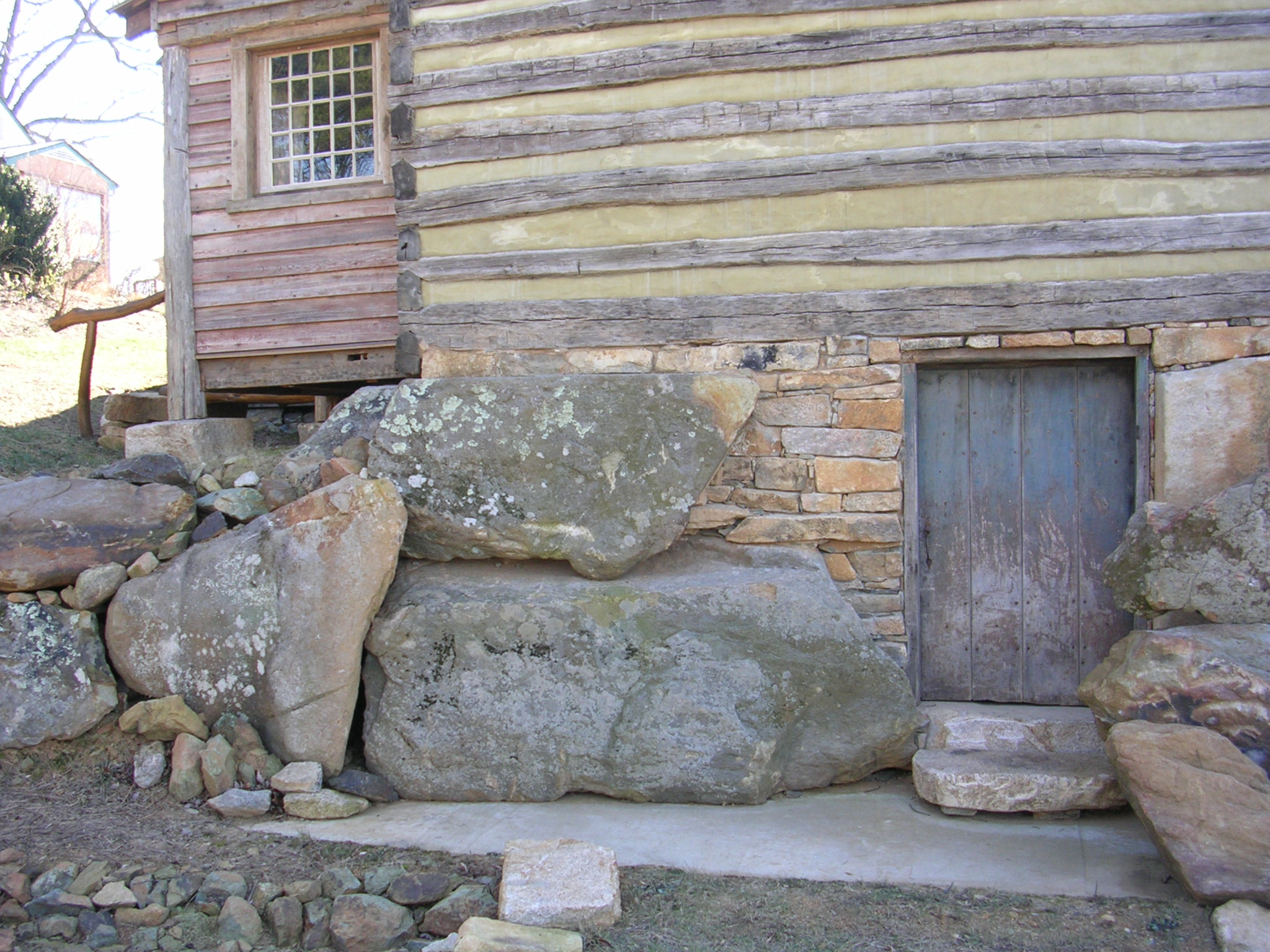 The use of boulders in cabin construction handmade for How to build a stone cabin