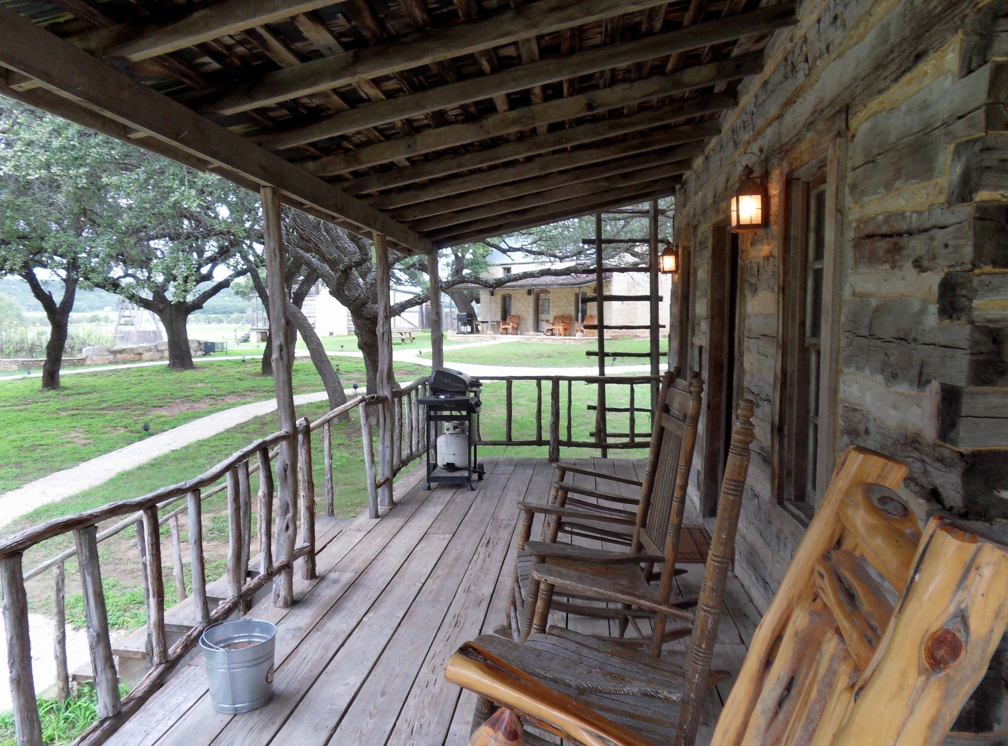 Log cabin porches to decorate or not handmade houses for Log home porches